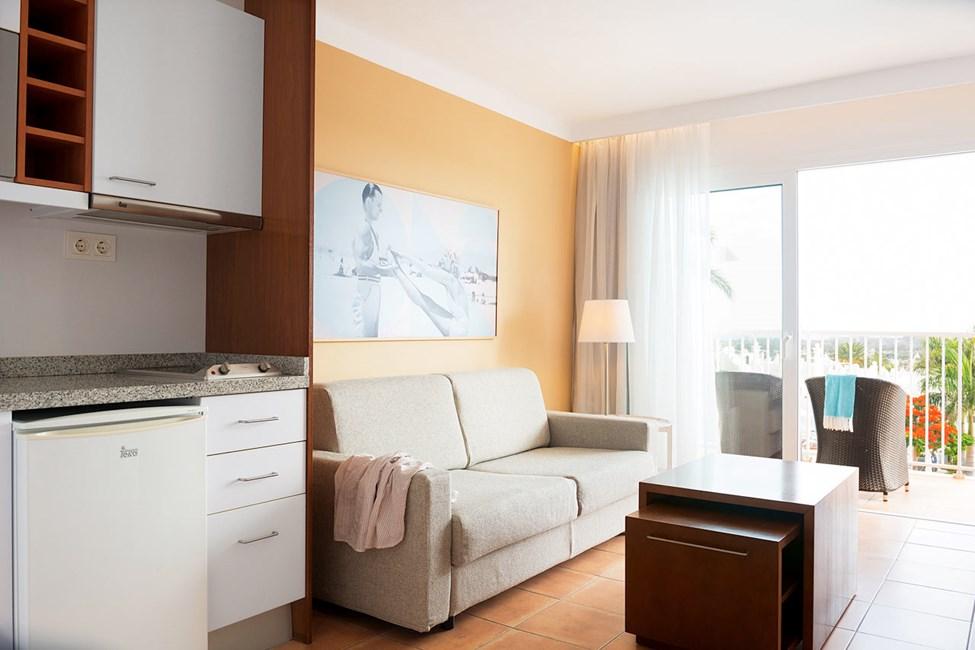 Junior Suite med balkon mod poolområdet