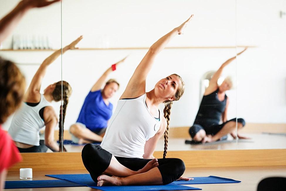 På Sunprime indgår yoga og anden holdtræning med SATS-uddannede instruktører.