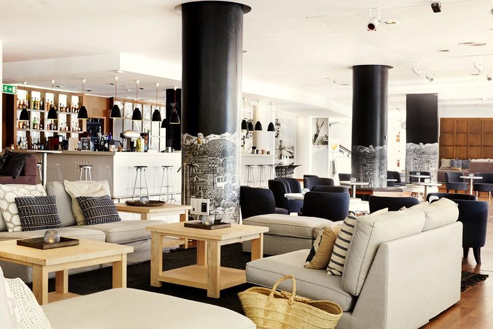 I loungebaren kan du nyde en forfriskende drink