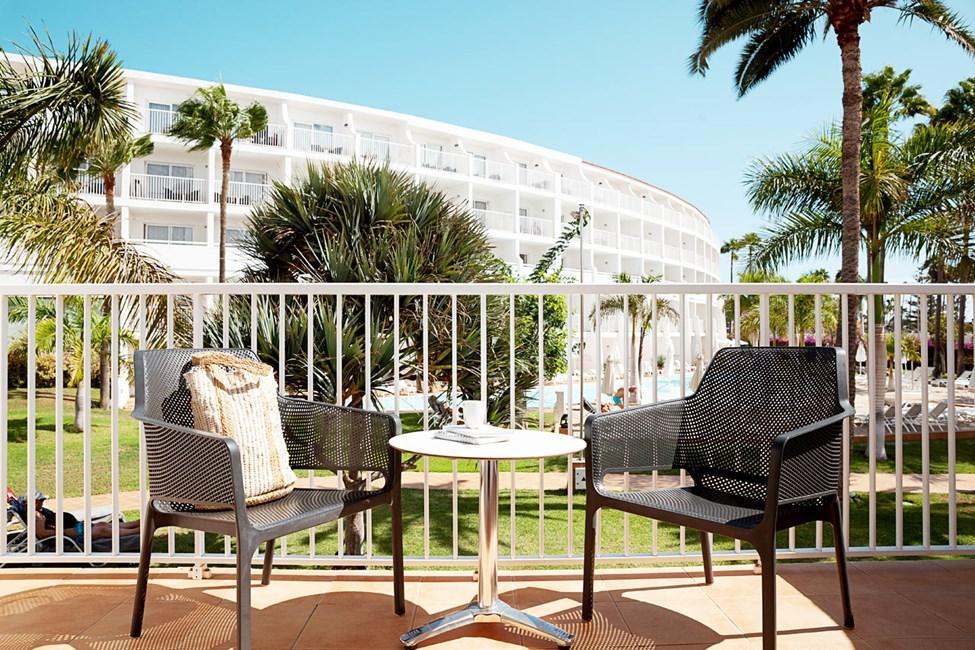 Junior Suite med balkon mod haven