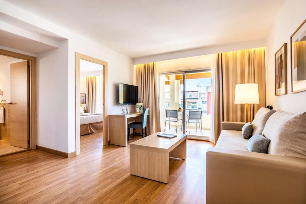 2-værelses lejlighed med balkon mod haven