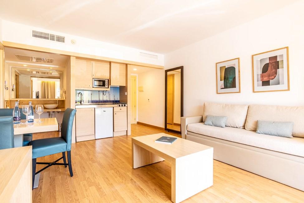 2-værelses lejlighed med balkon, 2-værelses lejlighed med balkon mod haven og 2-værelses lejlighed med privat pool