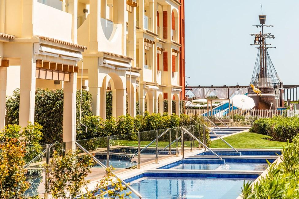 2-værelses lejlighed med privat pool