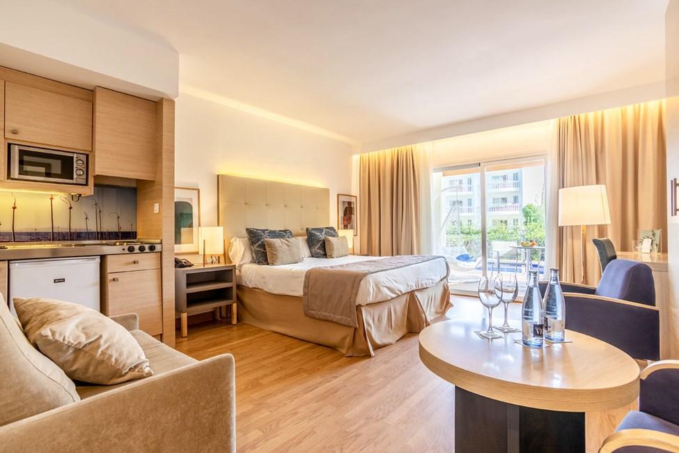 1-værelses lejlighed med balkon mod haven