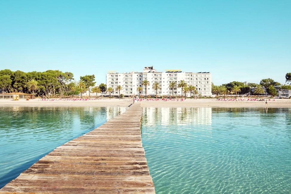 Sunwing Alcudia Beach ligger midt på Alcudias bedste strand