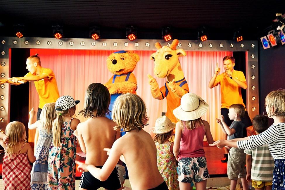 Når det er tid til Mini Disco, fyldes dansegulvet hurtigt af danseglade børn