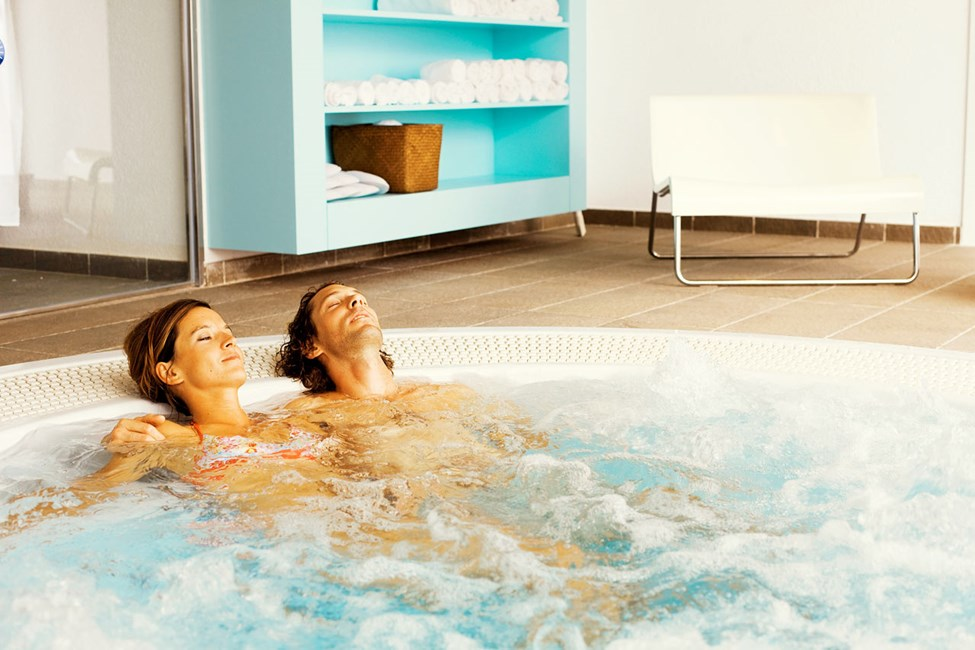 I vores spaafdeling kan du nyde flere forskellige massager, helkropspeelinger, m.m.