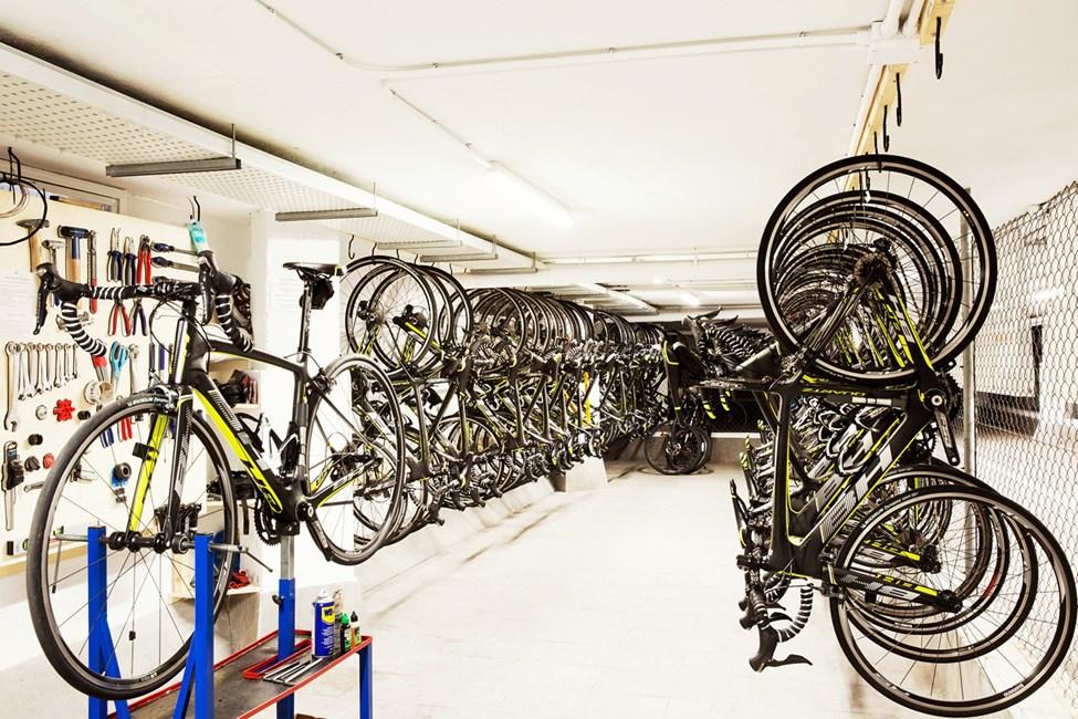 På hotellets Bike Station kan du leje en cykel i god kvalitet