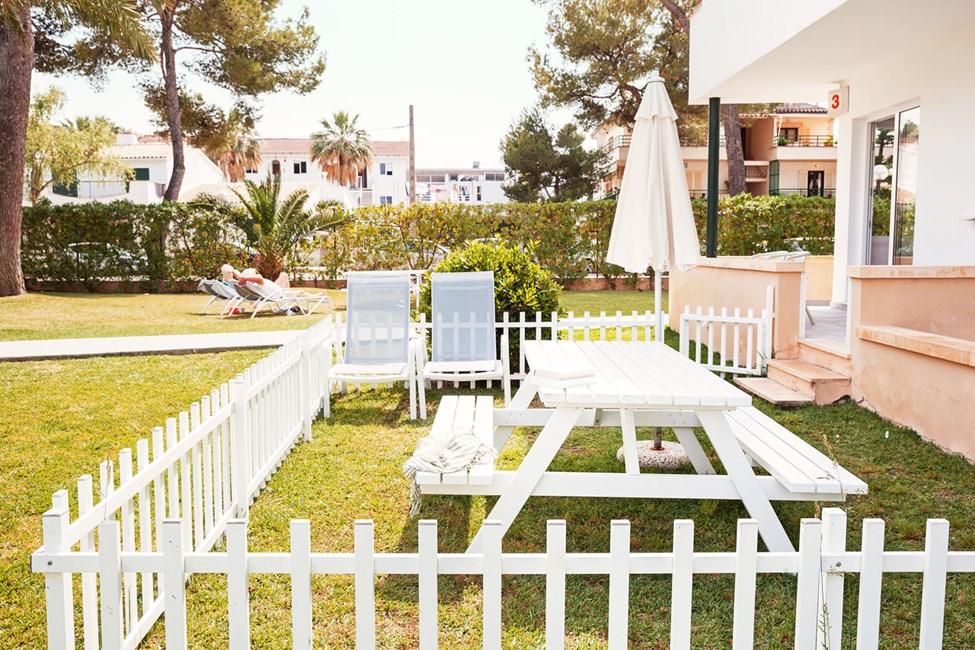 2-værelses Happy Baby-lejlighed med terrasse mod omgivelserne i Las Piramides