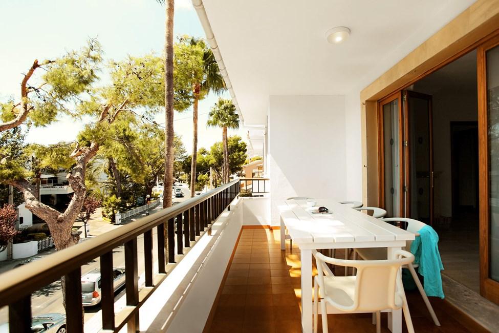 4-værelses Big Family-lejlighed med balkon mod omgivelserne og gaden i Villa Isabel