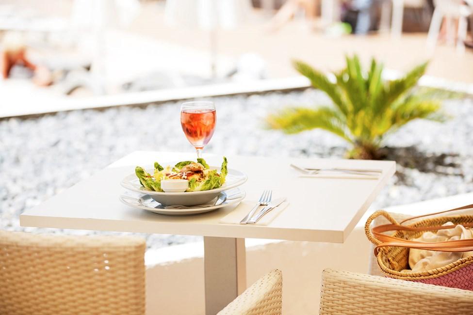 I Sunprime Restaurant kan du nyde veltilberedte retter i en afslappet atmosfære