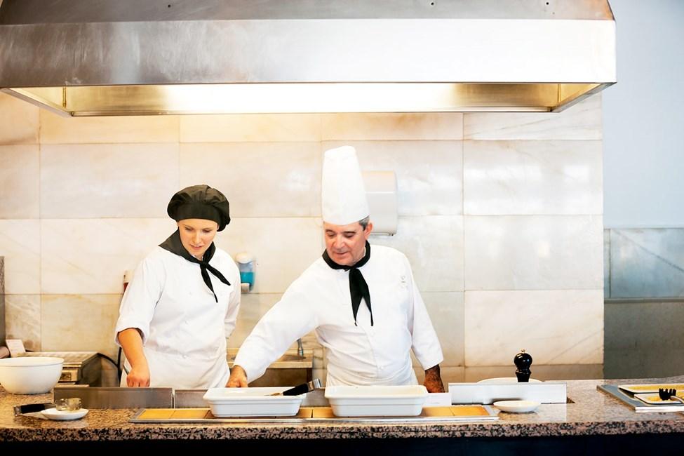 Sunprime Restaurant tilbyder velsmagende retter til morgenmad, frokost og middag