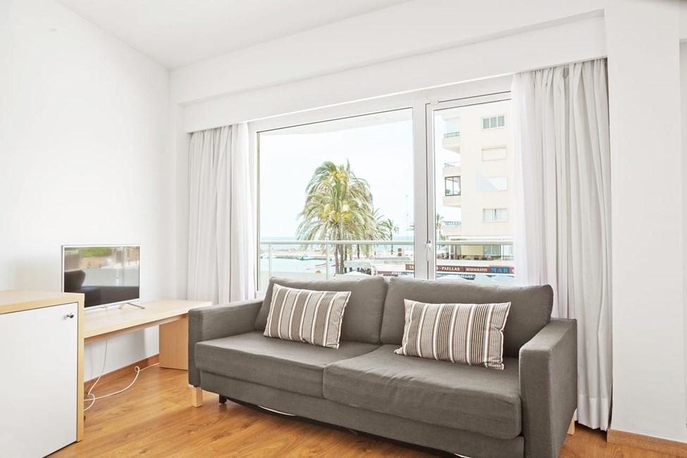 Junior Suite med balkon mod gaden/omgivelserne