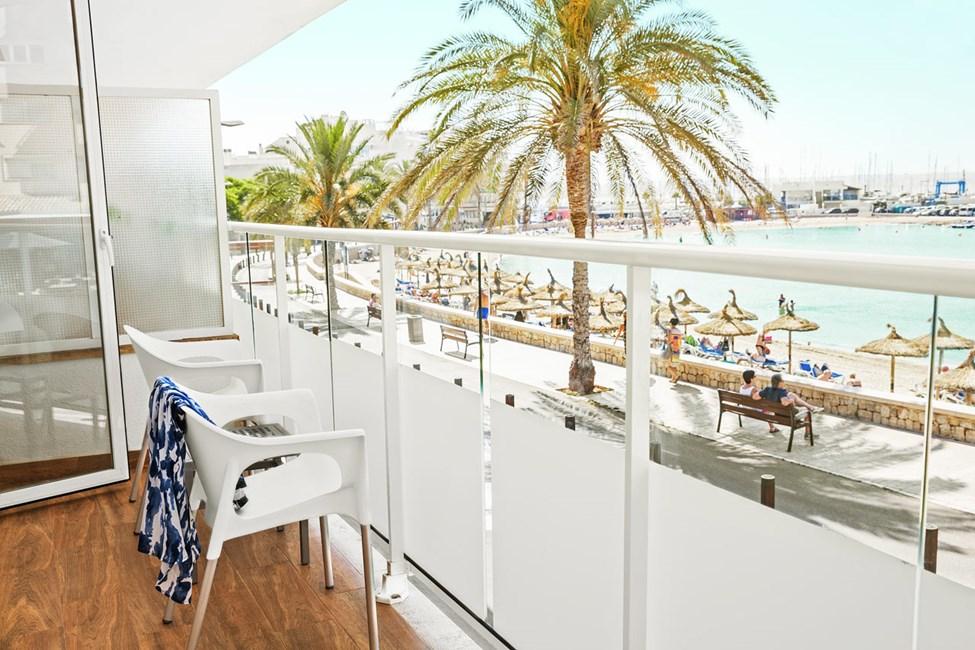 Classic Room med balkon med havudsigt i hoteldel nærmest stranden