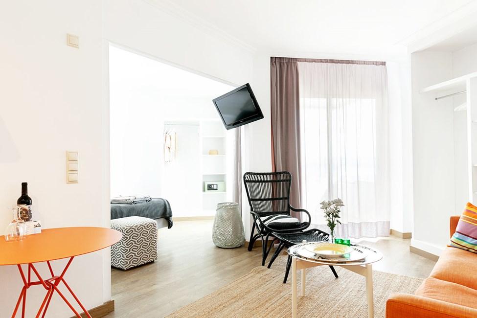 1-værelses Junior Suite på øverste etage med lille balkon med havudsigt