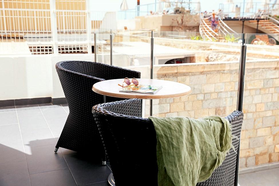 2-værelses Junior Suite med balkon mod poolområdet