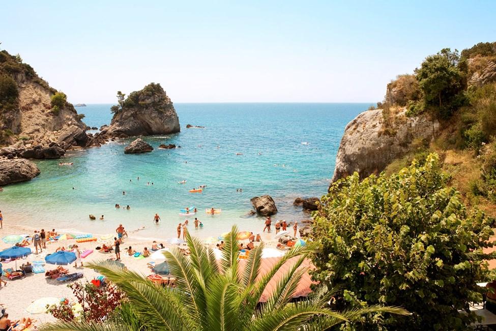 Hotellet ligger ved Piso Krioneri-stranden