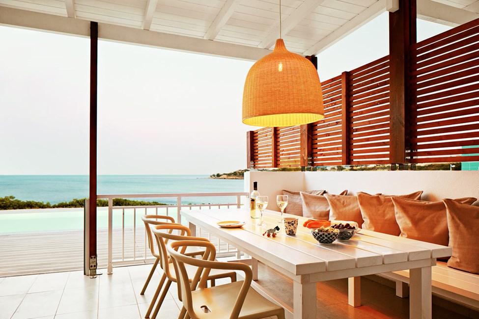 3-værelses Royal Pool Suite med stor terrasse, havudsigt og adgang til privat, delt pool i Triton