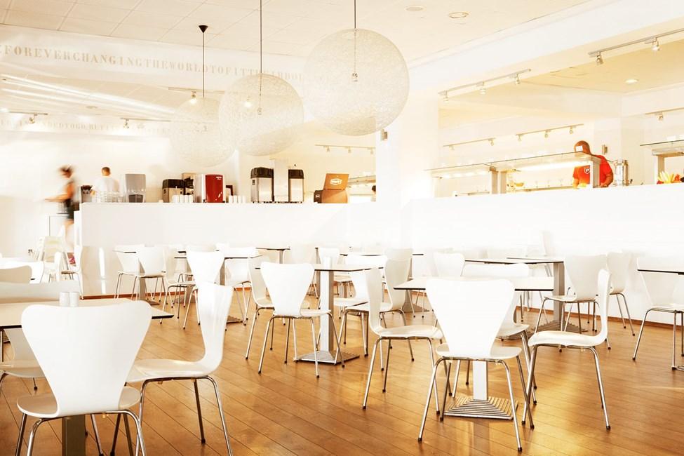Buffetrestauranten serverer morgenmad, frokost og middag