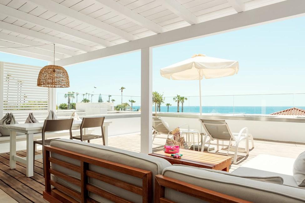 2-værelses Royal Lounge Suite med stor balkon med havudsigt i Athena