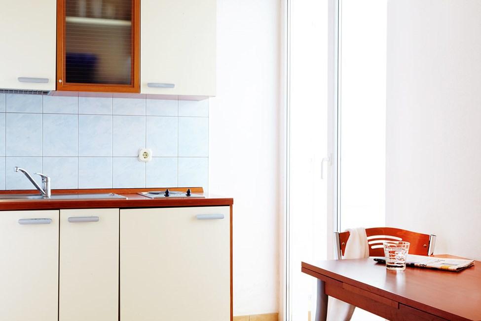 Køkkenniche i 2-værelses lejlighed