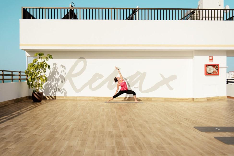 Vores yoga-instruktører hjælper dig med at træne smidighed og balance