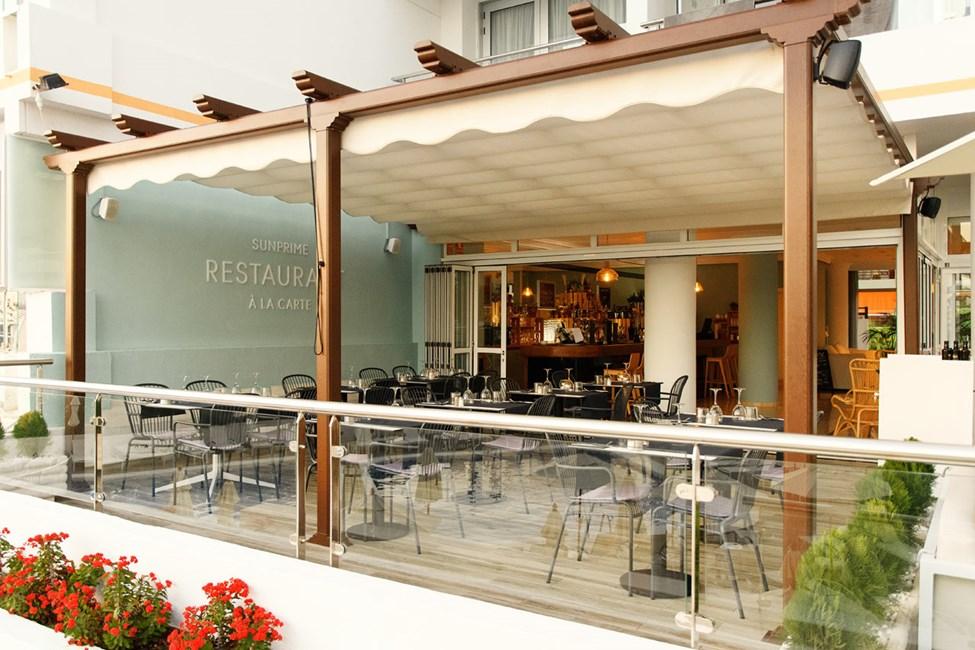 I a la carte-restauranten kan du vælge om du vil have tapas eller grillmad