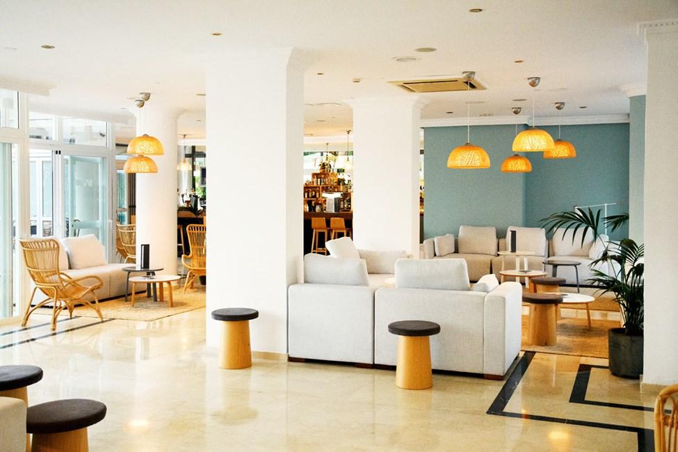 Føl dig hjemme i vores indbydende lounge