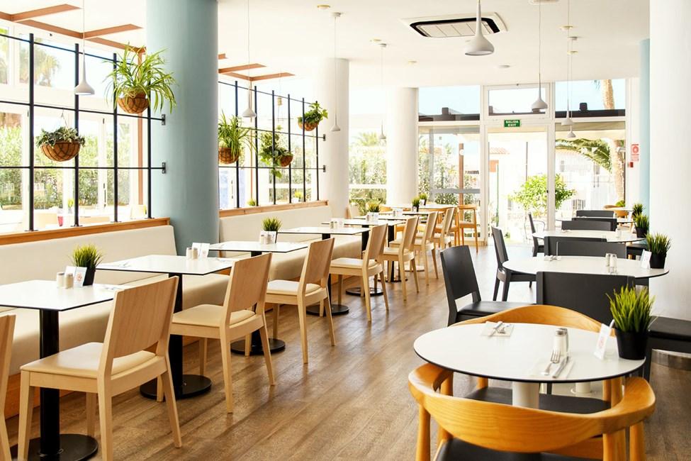 Ingen går sulten fra vores moderne buffetrestaurant