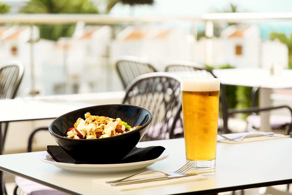 Bestil en god cæsarsalat i vores a la carte-restaurant