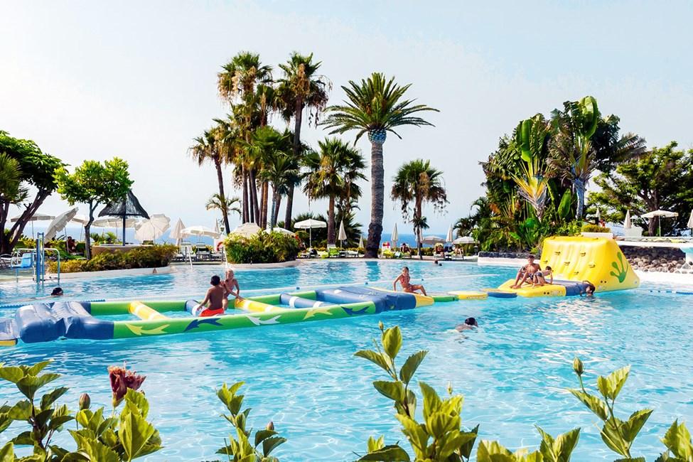 Poolen i hotellets beach club, Club Laurel