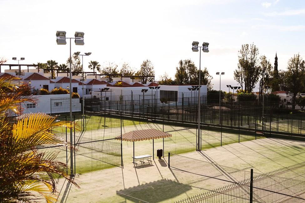Padel- og tennisbaner