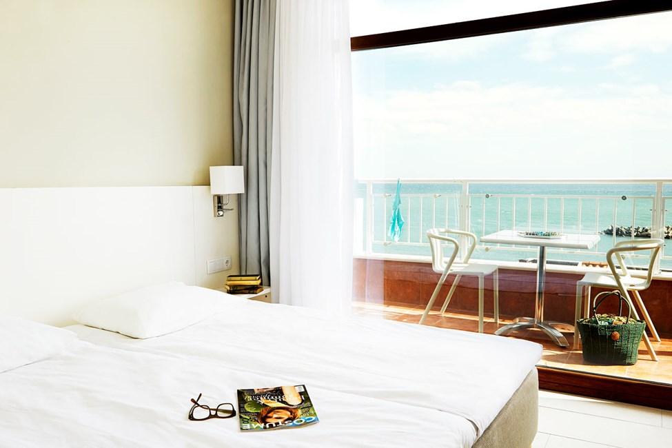3-værelses lejlighed i to etager med to balkoner med havudsigt