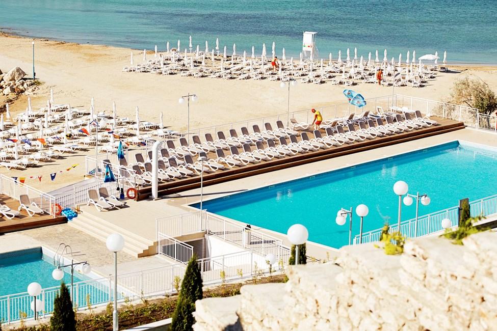 White Lagoon Beach har pools til både store og små