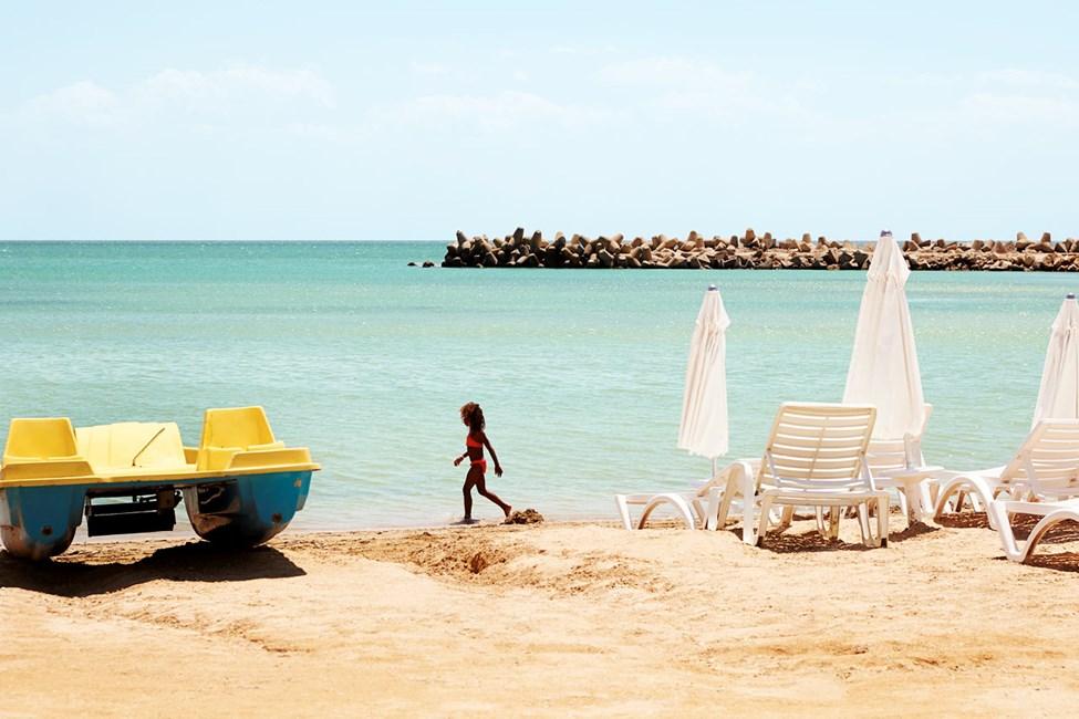 På stranden kan du bl.a. leje vandcykler