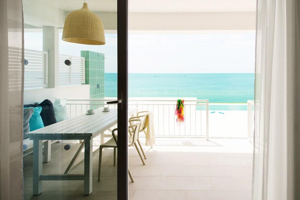 3-værelses lejlighed med direkte pooladgang mod havet